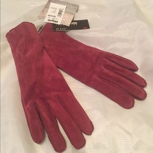NWT velvety gloves-REALLY nice! Size Medium